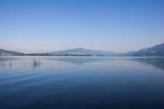 Arly το πρωί στη λίμνη Mondsee Στοκ εικόνες με δικαίωμα ελεύθερης χρήσης