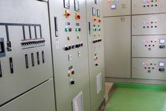 Armário de baixa voltagem em uma planta de tratamento da água fotos de stock