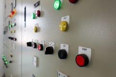 Armário elétrico dos interruptores em uma planta de tratamento da água foto de stock