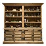 Armário velho do vintage com artigos interiores Armário de madeira velho isolado no fundo branco foto de stock