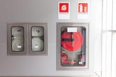 Armários para extintores Fotos de Stock