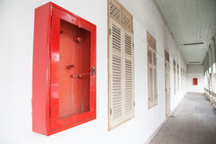Armários para extintores na construção abandonada Imagem de Stock Royalty Free