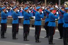 arméövningen skydd den serbiska enheten Royaltyfri Foto
