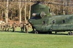 Armé- och flygvapenhelikopterövning Arkivbild
