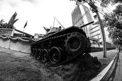 Armébehållare framme av det militära komplexet, Bangkok Arkivbilder