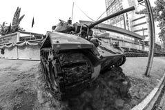 Armébehållare framme av det militära komplexet, Bangkok Royaltyfria Bilder