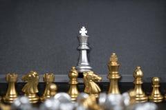 Armée d'échecs sur le fond noir Photographie stock libre de droits