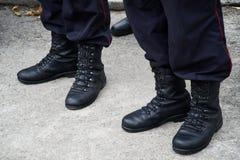 Armékängor av den ryska polisen i November 2018 royaltyfria foton