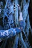 arm s tatuerade kvinnan arkivfoton