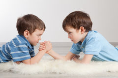 Arm wrestling and two brothers, Royalty Free Stock Images