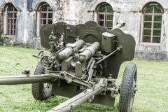 Arma antitanques de la artillería soviética vieja de la edad de la Segunda Guerra Mundial imagen de archivo