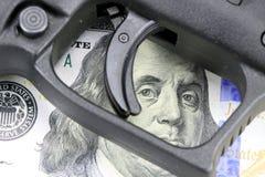 Arma da mão com moeda americana Imagem de Stock Royalty Free
