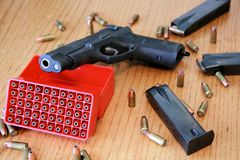 arma de 9mm fotos de stock
