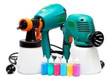 Arma de espray eléctrico de diversa construcción dos para la pulverización del color y de las pequeñas botellas con color Imágenes de archivo libres de regalías