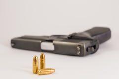 Arma de fuego y balas Imágenes de archivo libres de regalías