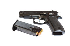 Arma de la arma de mano de la pistola automática con las balas y la revista Imagen de archivo libre de regalías