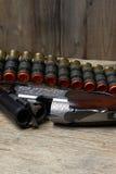 Arma de la caza del vintage con las cáscaras Fotos de archivo