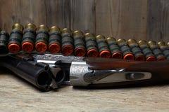 Arma de la caza del vintage con las cáscaras Fotografía de archivo