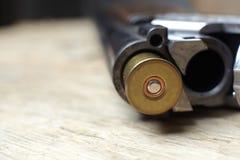 Arma de la caza del vintage con las cáscaras Imagen de archivo