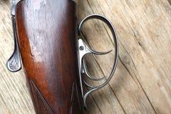 Arma de la caza del vintage con las cáscaras Imagenes de archivo