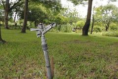 Arma de la regadera en el parque Foto de archivo libre de regalías
