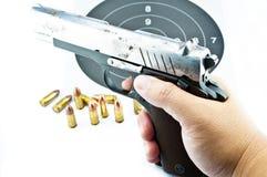 arma de mano de 9 milímetros y shooting de la blanco Fotos de archivo