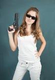 Arma de mano de la mujer joven Imagenes de archivo