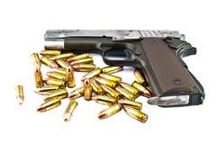 arma de mano de 9 milímetros y shooting de la blanco Imagenes de archivo