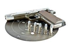 arma de mano de 9 milímetros y shooting de la blanco Fotografía de archivo