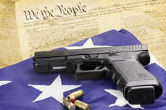 Arma de mano y constitución Foto de archivo libre de regalías