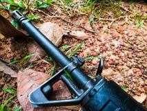 Arma del soldado en la tierra foto de archivo libre de regalías