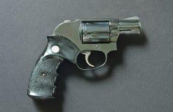 Arma do revólver no fundo preto da tela Imagens de Stock