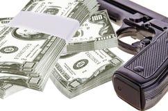 Arma e dinheiro Fotos de Stock Royalty Free