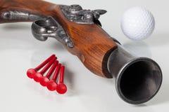 Arma e equipamentos de golfe velhos Fotografia de Stock