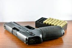 Arma e munição imagens de stock