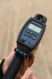 Arma Handheld da velocidade do laser que mostra 41 MPH imagens de stock