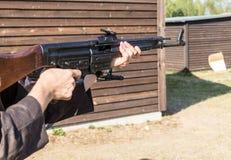 Arma pronta a sparare Fotografia Stock Libera da Diritti