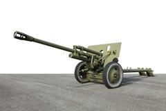 Arma verde viejo del cañón del campo de la artillería Foto de archivo libre de regalías