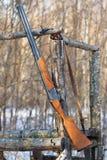 Arma viejo en torre de la caza Imágenes de archivo libres de regalías