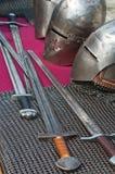Arma y armadura caballerescas Imágenes de archivo libres de regalías