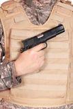 Arma y chaleco a prueba de balas Imagen de archivo libre de regalías