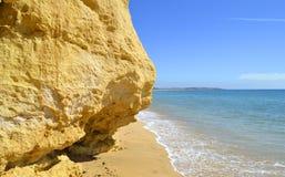 Armacao De在阿尔加威海岸的Pera Beach 库存图片