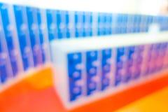 Armadi blu salenti della sfuocatura astratta Fotografie Stock
