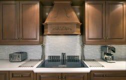 Armadi da cucina e cooktop Immagine Stock