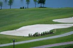 Armadilhas da areia e de água do campo de golfe Fotografia de Stock
