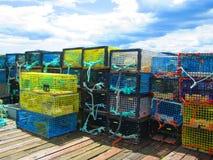 Armadilhas da lagosta empilhadas em um cais da pesca Imagens de Stock