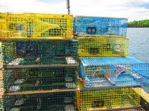 Armadilhas da lagosta empilhadas em um cais da pesca Foto de Stock Royalty Free