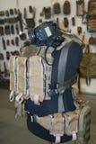 Armadura, bolsas y radio en un maniquí Imagen de archivo