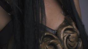 Armadura de la mujer legendaria del guerrero, cierre del alivio para arriba almacen de video