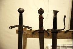 Armadura medieval das espadas imagens de stock royalty free